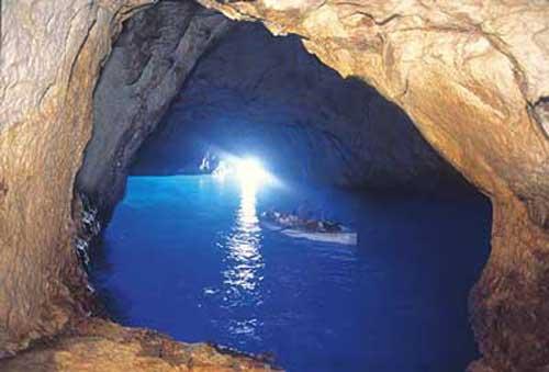 Capri, la pequeña de aguas azules