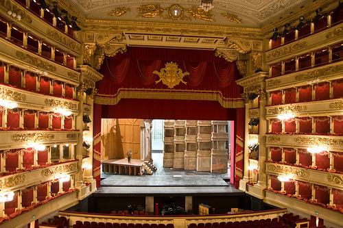 Teatro alla Scala de Milán, Ópera en Italia