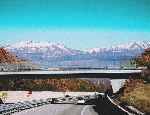 Autopista italiana, circular en auto