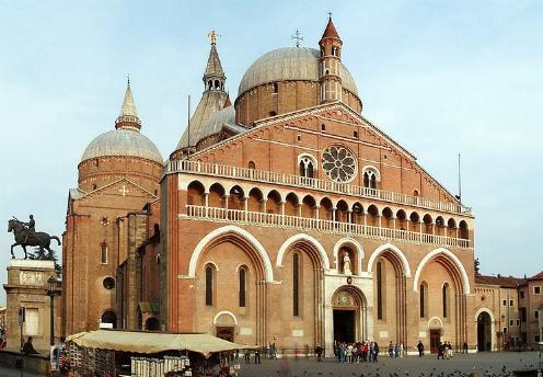 Basílica de San Antonio de Padua, su altar mayor