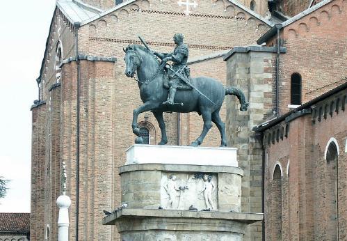 El monumento ecuestre de Gattamelata en Padua