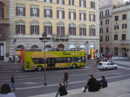 Autobús turistico en Roma
