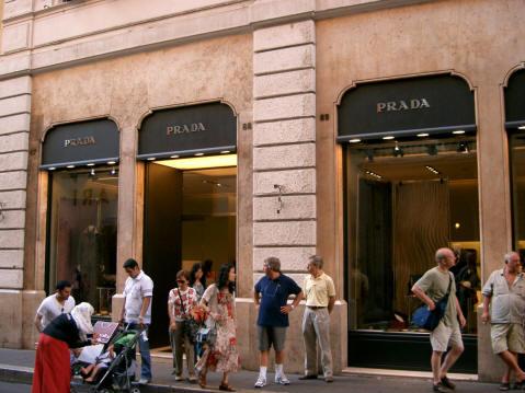 Vía Condotti, tiendas de lujo en Roma