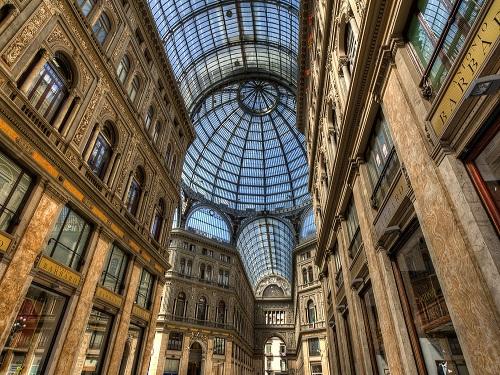 Gallería Umberto I, galería comercial en Nápoles