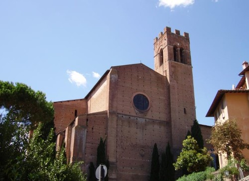 La basílica de San Domenico y la Fontebranda, en Siena