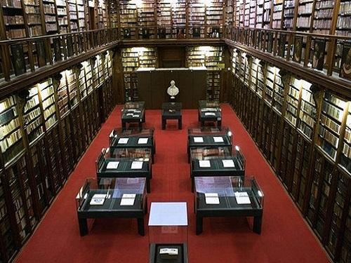 conocer la biblioteca ambrosiana en milan