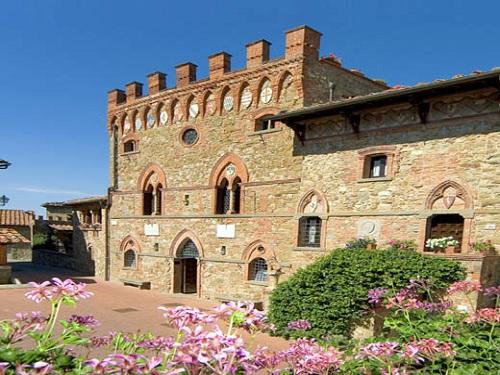 Castillo de Montebenichi, hotel en Valdambra
