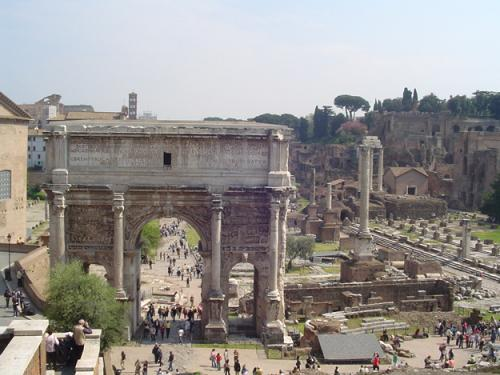 la columna de Focas en el Foro Romano