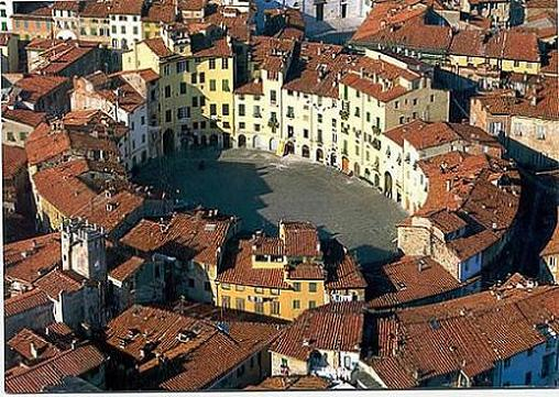 La Piazza Anfiteatro de Lucca