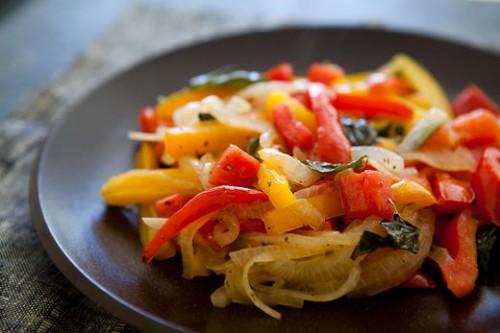 Peperonata con carne di maiale: receta de Basilicata