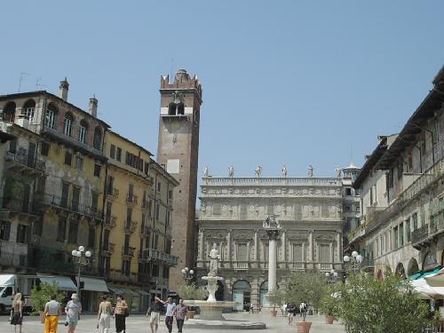 Un paseo por la Piazza delle Erbe en Verona